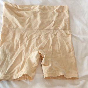 Shapewear boy shorts